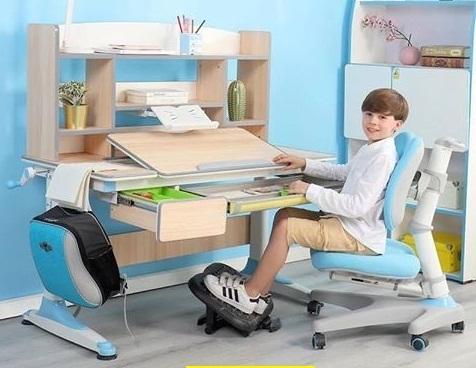 bộ bàn ghế cho bé trai bằng gỗ
