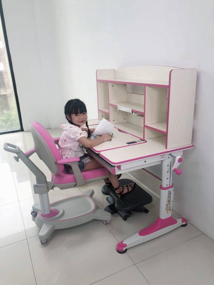bộ bàn ghế chống gù chống cận của IK KIDS